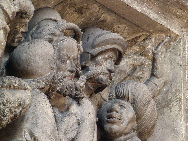 Volckamer Memorial Foundation, relief plates Gefangennahme, Judaskuss mit grotesken Gesichtern