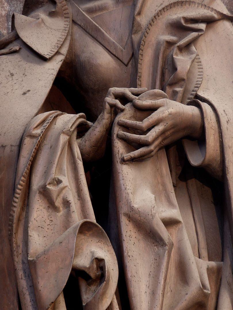 Volckamer Memorial Foundation, Mother of Sorrows Faltenwerk und Hände