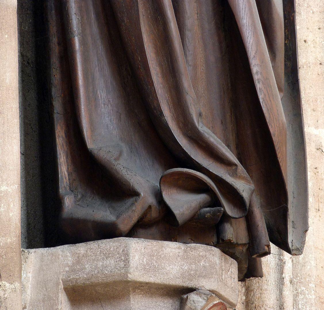 Volckamer Memorial Foundation, Mother of Sorrows unteres Faltenwerk