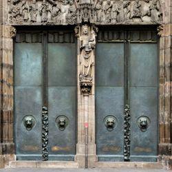 St. Lorenz-Church, West Entrance Portal, Bronze doors