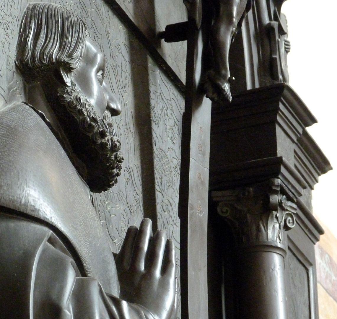 Walter von Cronberg Detail, steile Schrägansicht