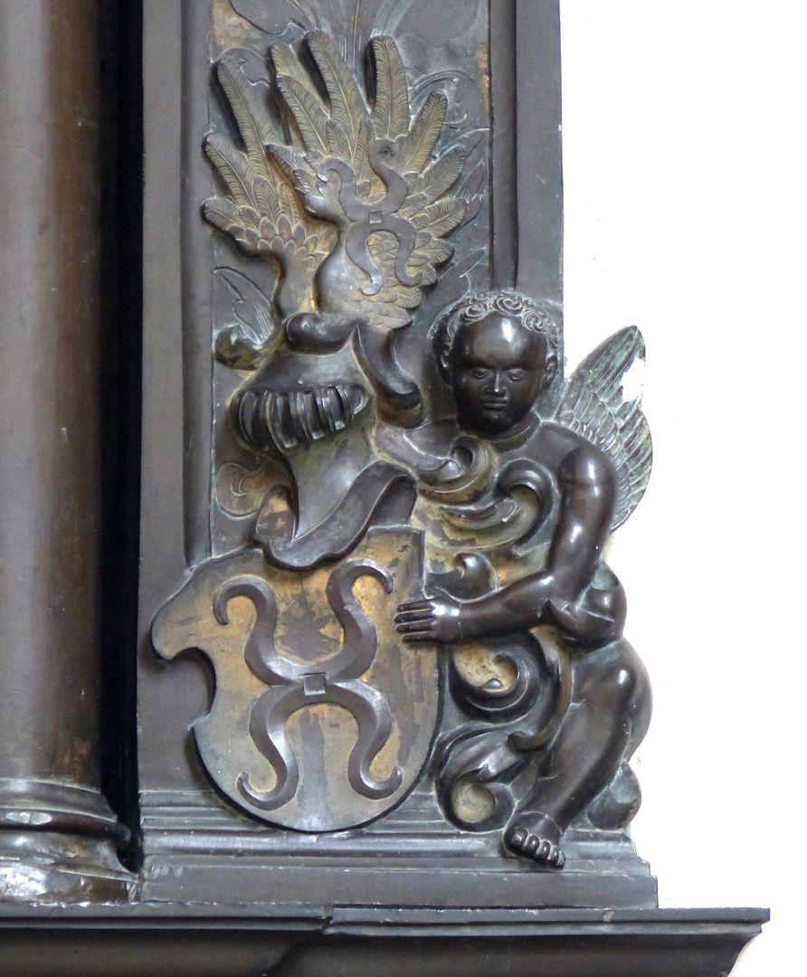 Walter von Cronberg linker Wappenträger, unten