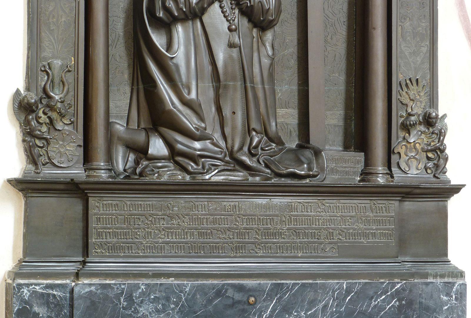 Walter von Cronberg unterer Denkmalbereich mit Inschrift