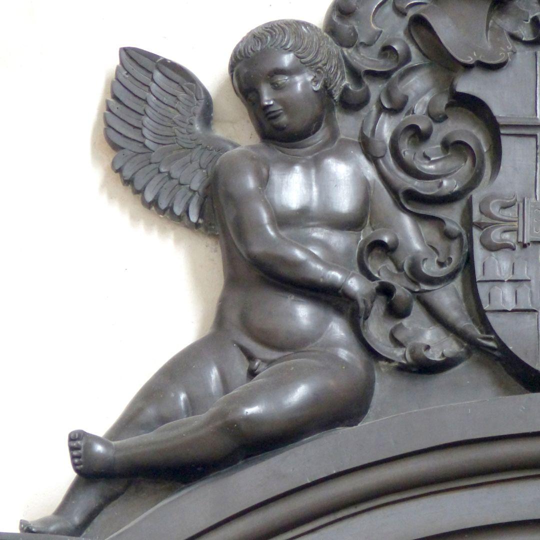 Walter von Cronberg Bekrönung, rechter Engel