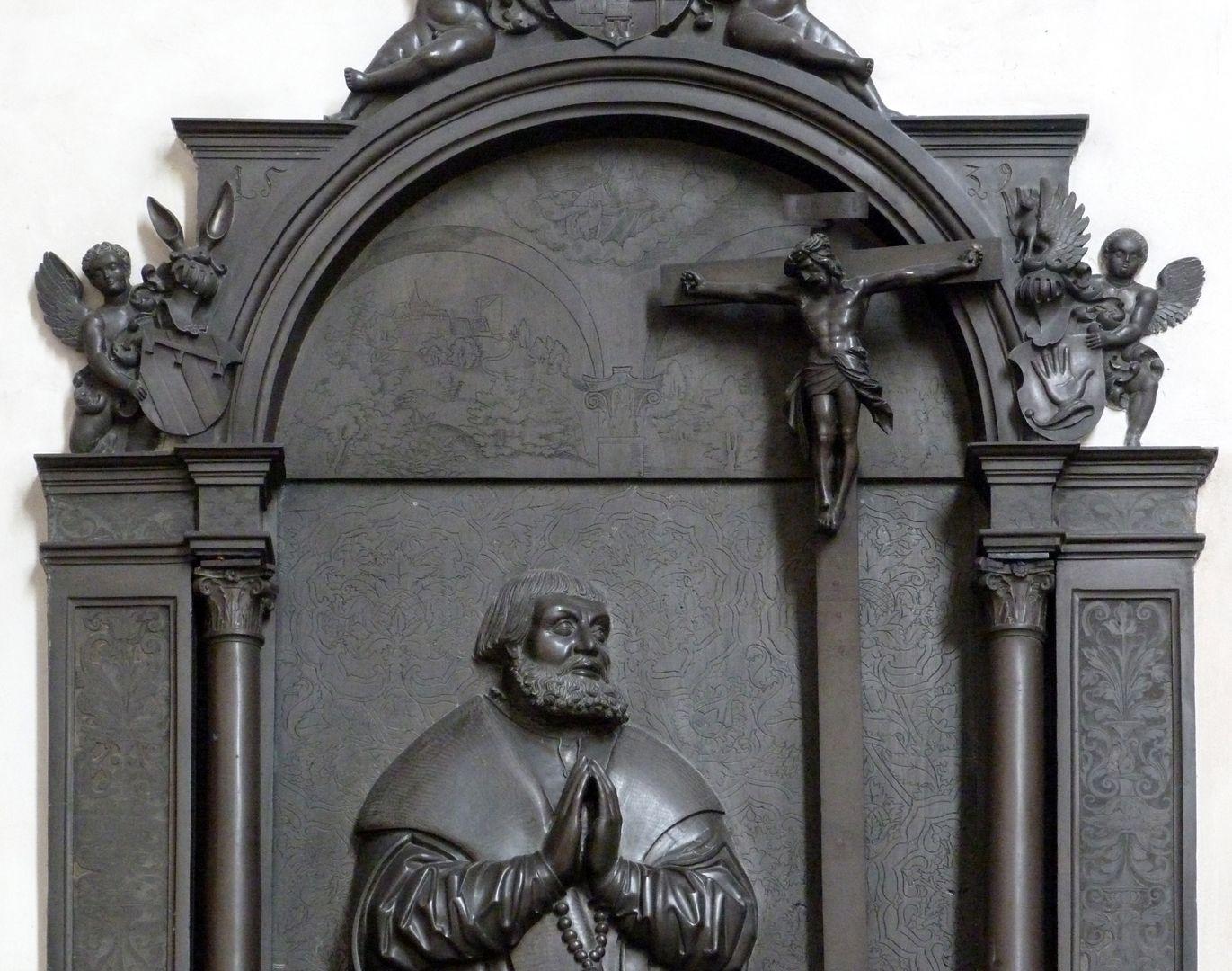 Walter von Cronberg Oberteil mit Tympanon