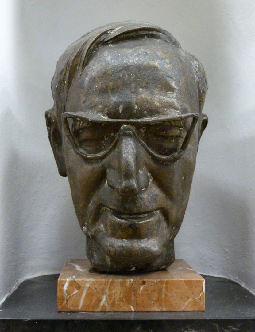 Wilhelm Rieger Front view
