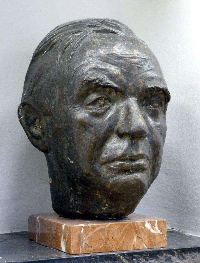 Wilhelm Vershofen Lateral view