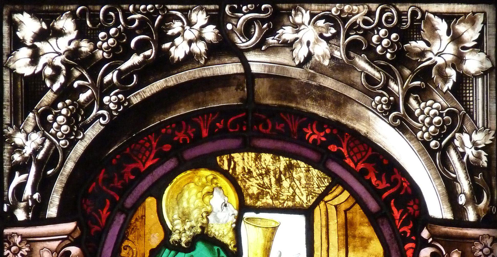 St. Bartholomäus, Chorfenster n II Zweite Zeile, Fenster a, Ev. Johannes, Detail mit Architekturrahmung von 1886