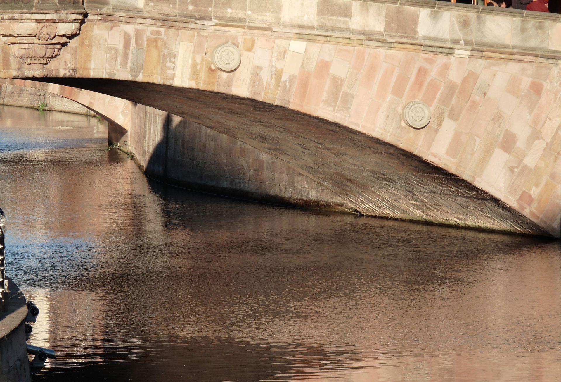 Fleischbrücke (Meat Bridge) Fleischbrücke (Meat Bridge) from the east (detail)