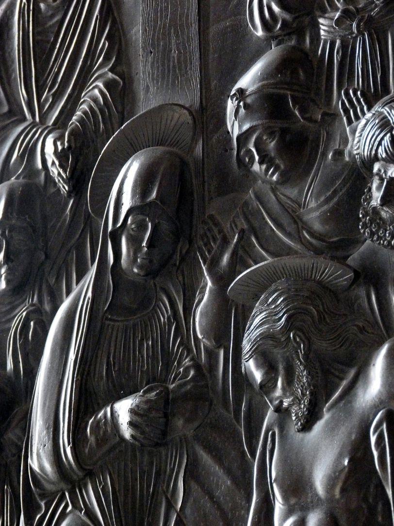 Weeping over the dead Christ: Epitaph Eisen-Behaim Detail diagonal view