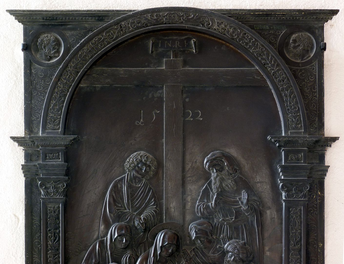 Weeping over the dead Christ: Epitaph Eisen-Behaim Upper half of the aedicula