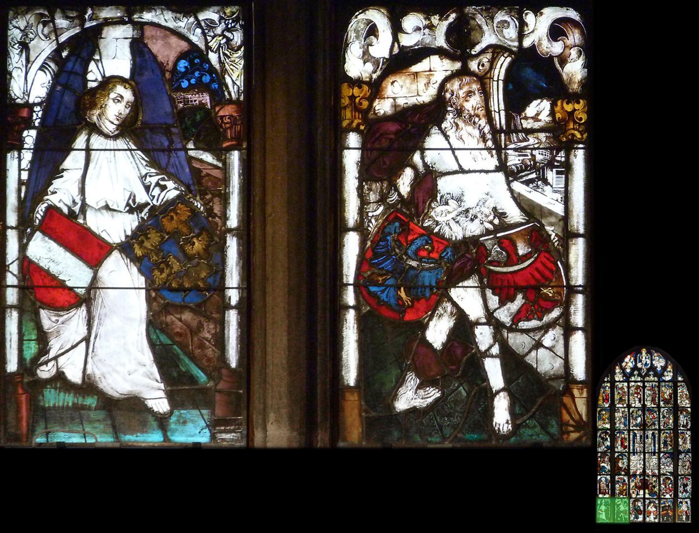 Kaiserfenster links: Engel mit dem Wappen Rot-Weiß-Rot Neuösterreichs und Niederösterreichs mit fünf goldenen Adlern; rechts: Wilder Mann mit den Wappen des Herzogtums Krain und der Grafschaft Tirol.
